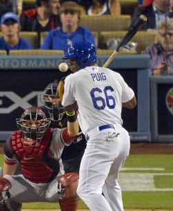130611-galleryimg-dodgers-diamondbacks-brawl-yasiel-puig-hit